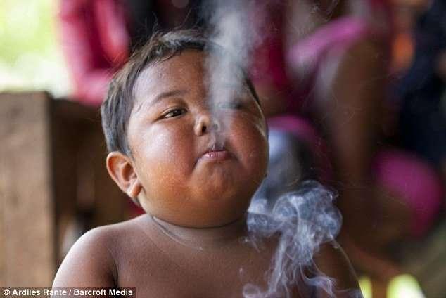bambino fuma